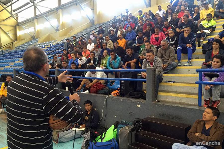 �ngel Fern�ndez impartiendo en Guatemala