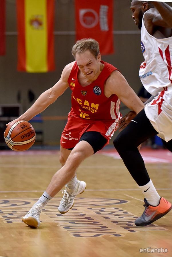 Brad Oleson cuajó una gran actuación en Lituania