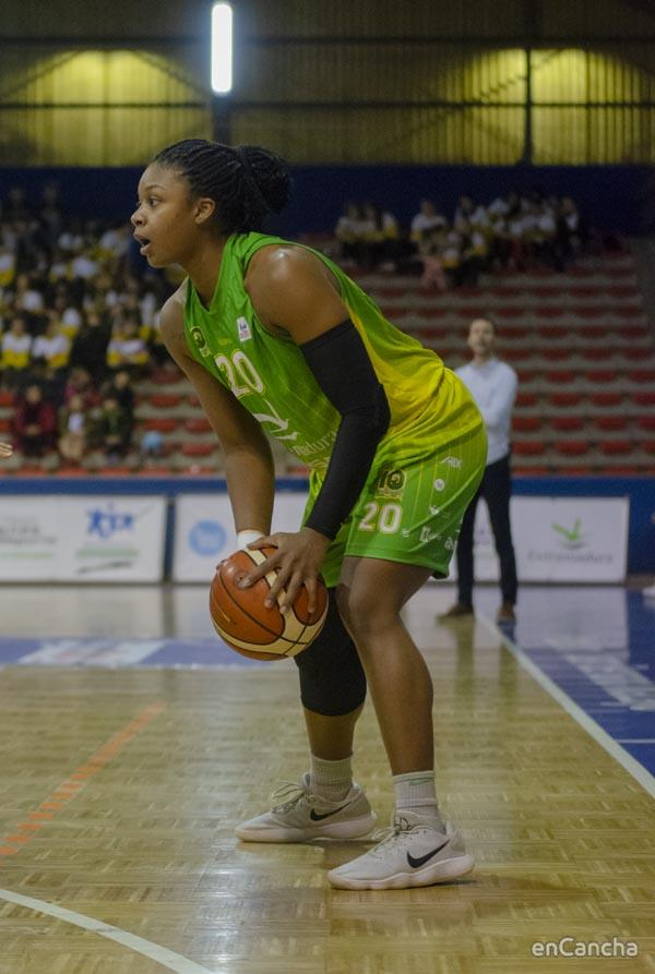 Shacobia Barbee MVP del partido