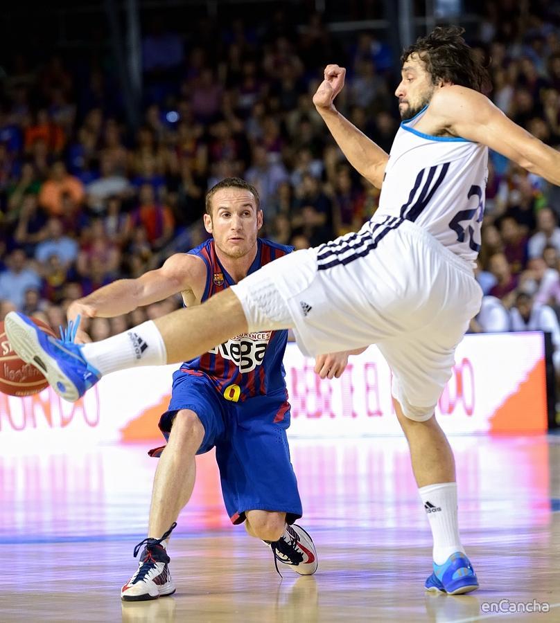 Huertas jugando a basket, Llull a futbol