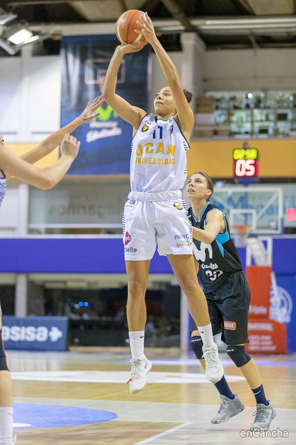 Tiro en suspension de Julia Melina (UCAM Probelte Jairis)