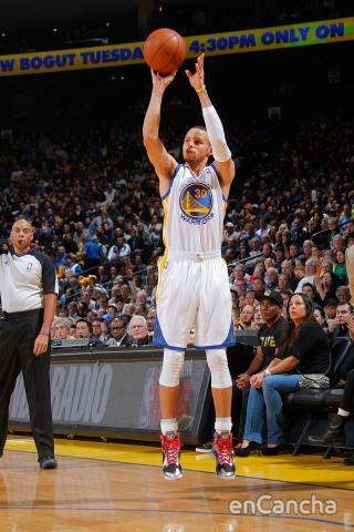 Stephen Curry parece haber superado su mala racha de tiro.